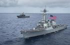 В японских водах буксир протаранил американский эсминец