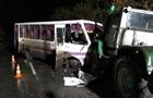 У Луганській області зіткнулися автобус і трактор: 13 постраждалих