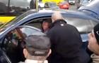В Киеве избили водителя за неумение парковаться