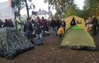 В палатках под Радой около 200 человек