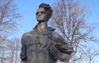 В Прилуках облили краской памятник члену Молодой гвардии