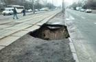 У Києві обвалилася земля під трамвайними коліями