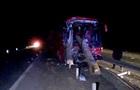 В Житомирской области автобус врезался в грузовик с бревнами