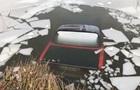 В Одеській області машина злетіла з дороги в канал