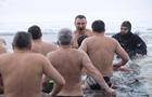 Крещение в Украине: Звезды и заключенные в проруби