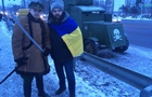 На міст Патона в Києві пригнали броньовик
