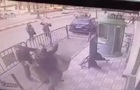 Коп поймал упавшего с третьего этажа ребенка