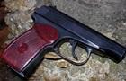 Грабіжник підстрелив себе з пістолета, яким бив жертву
