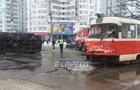 В Киеве столкнулись трамвай и грузовик