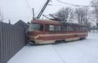В Запорожье трамвай снес столб