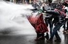 Во Франции массовые протесты, полиция применяет слезоточивый газ
