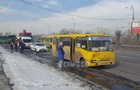 В Киеве столкнулись маршрутка и троллейбус