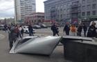 У Києві сталеві листи, що зірвалися з ТРЦ, травмували жінку