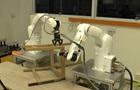 Вчені навчили двох роботів збирати стілець
