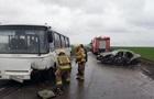 Під Мар їнкою Daewoo зіткнувся з автобусом: є жертви