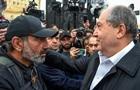 Президент Армении пришел к протестующим в Ереване