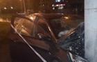 У Києві авто врізалося в стовп, є постраждалі