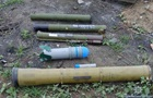 В Донецкой области на прифронтовом кладбище нашли мешки с гранатометами