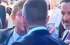 Поцілунок Елтона Джона і Бекхема здивував Мережу