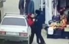 У РФ поліцейський побив підлітка за те, що той не надто швидко поступився