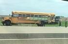 У США вантажівка протаранила шкільний автобус: 20 постраждалих