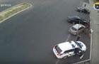 Появилось видео, как в Днепре крушат авто полиции