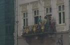 Во Львове напротив горсовета устроили обнаженную фотосессию