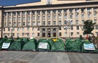Под стенами Черкасской ОГА установили палатки