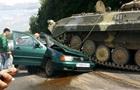 В Беларуси БМП раздавил авто