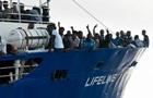 Испания отказалась принять судно с 224 мигрантами