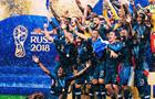 Збірна Франції відсвяткувала перемогу в роздягальні разом із президентом