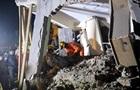 В Индии рухнул многоэтажный дом: под завалами десятки людей