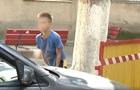 В Одессе дети брали деньги за въезд во двор дома