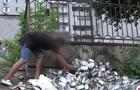 У Дніпрі на смітнику знайшли сотні пачок чаю