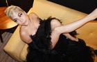 Леди Гага  отрастила  длинный нос и зубы между ног