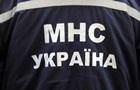 В Киеве застрявшего мужчину вырезали из забора бензорезом