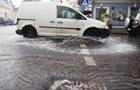Рятувальники борються з наслідками грози в Києві