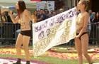 Femen устроили акцию протеста на цветочном ковре в Брюсселе