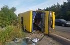 Под Днепром фура врезалась в автобус: 13 пострадавших