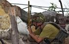 На Донбасі 12 обстрілів, поранено військового