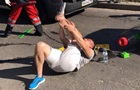 В Киеве автомобиль сбил отца с ребенком