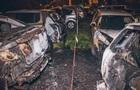 У Києві на автостоянці спалили шість автомобілів