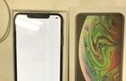 Користувачеві продали iPhone XS Max з дефектним екраном