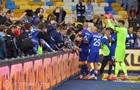 Вболівальники Динамо вискочили на поле після перемоги киян над Десною