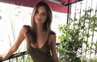 Емілі Ратаковські прогулялася Міланом в піджаку на голе тіло