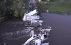 В США поезд рухнул из моста в реку
