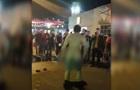 Голий чоловік влаштував танці в центрі Дніпра
