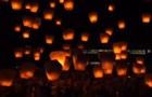На Тайвані сотні людей запустили небесні ліхтарики