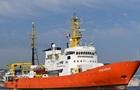 Кораблю з мігрантами заборонили ввійти в порт Марселя