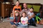 Гомосексуал усиновив п ятьох дітей-інвалідів